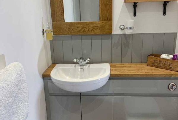Owl Barn 1---Bathroom